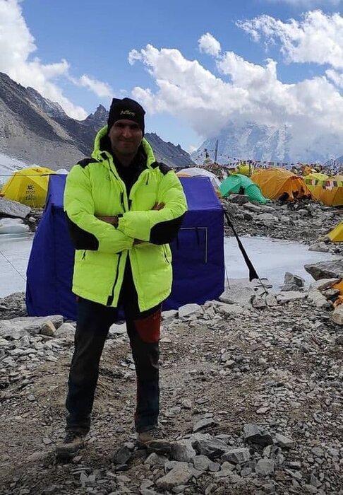 کوه نورد ایرانی به قله اورست صعود کرد