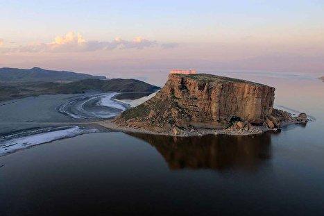 دولت روحانی در احیا دریاچه ارومیه شکست خورد؟ عقبگرد بزرگ دولت محیط زیستی؛ دریاچه ارومیه در حال بازگشت به وضعیت سال ۹۲ (فیلم)