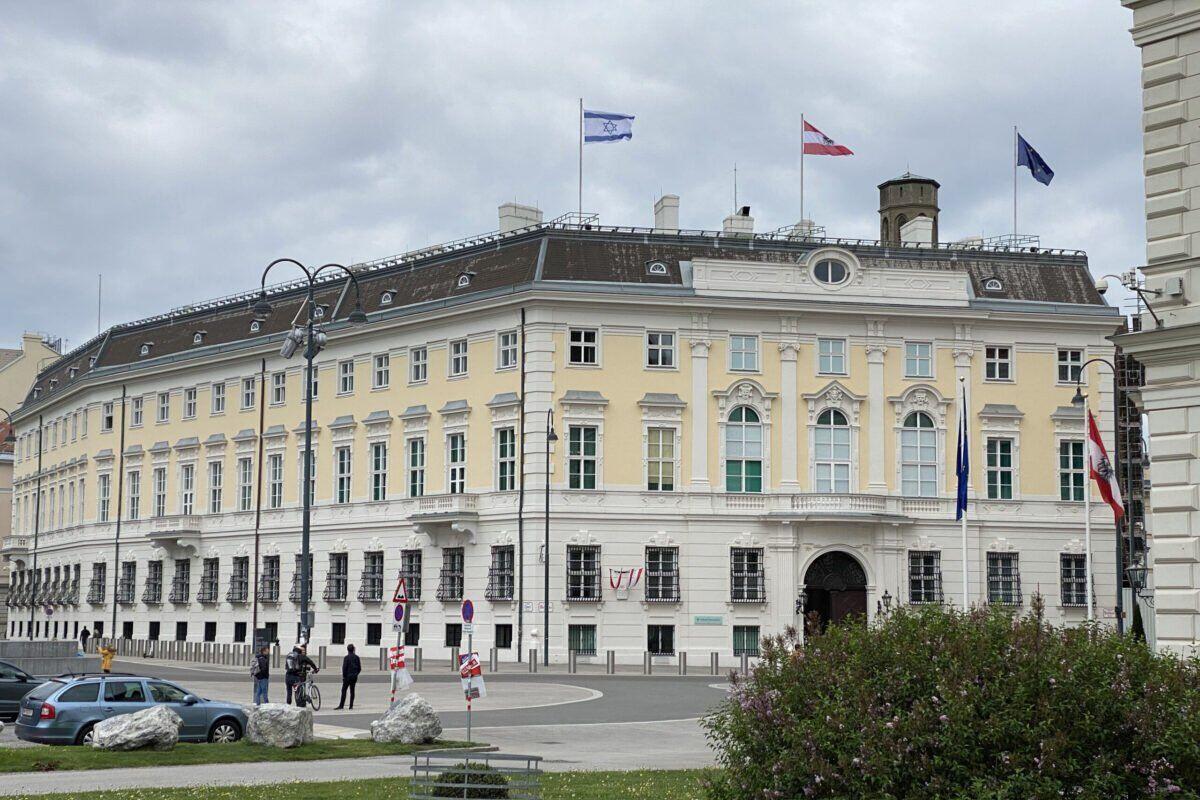 ابراز تاسف اتریش درباره لغو سفر ظریف به وین