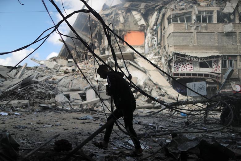 آوار به جا مانده از بمباران شهر غزه