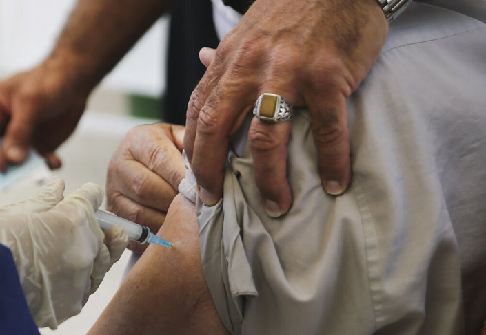 وزارت بهداشت: برای واکسن صف نبندید؛ منتظر پیامک بمانید