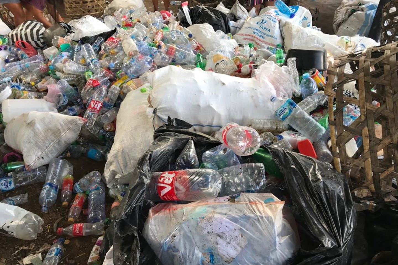 زبال پلاستیکی یک بار مصرف