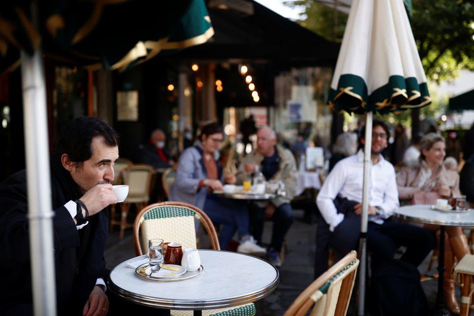 بازگشایی رستورانهای فرانسه/ حمله پاریسیها به کافه