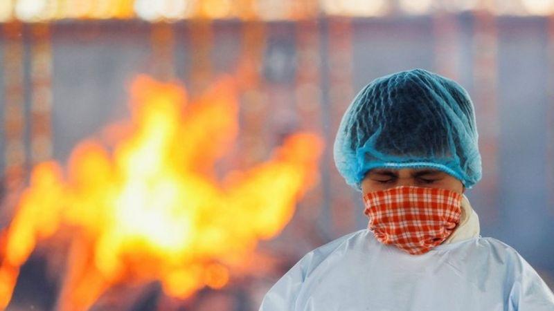 تصاویر غم انگیز از هند/ کرونای هندی آتش بر جان مردم زده است