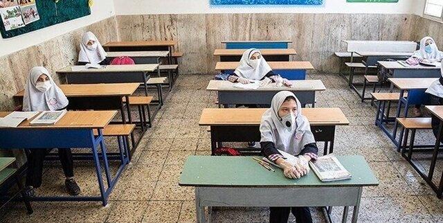 معاون وزیر: معلمها واکسن بزنند، مدارس از مهر حضوری میشود