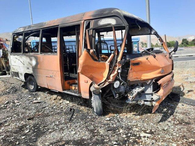 تصادف آتشین مینیبوس و سمند در اتوبان کرج - تهران