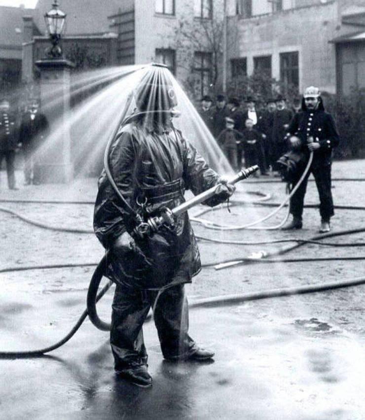 کلاه خلاقانه مخصوص آتش نشان در سال 1900(عکس)