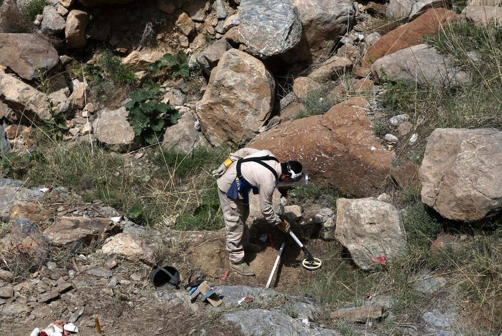 کشتار مین روبان در افغانستان/ طالبان: محکوم میکنیم، وحشیانه است