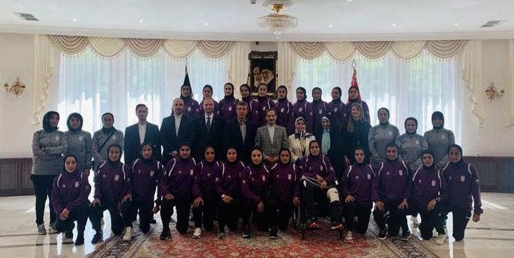 حضور تیم ملی فوتبال بانوان در سفارت ایران در بلاروس