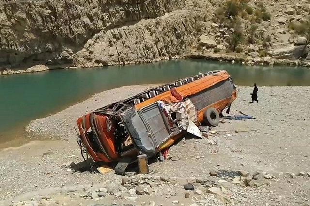 پاکستان/ ۱۸ کشته در حادثه واژگونی اتوبوس