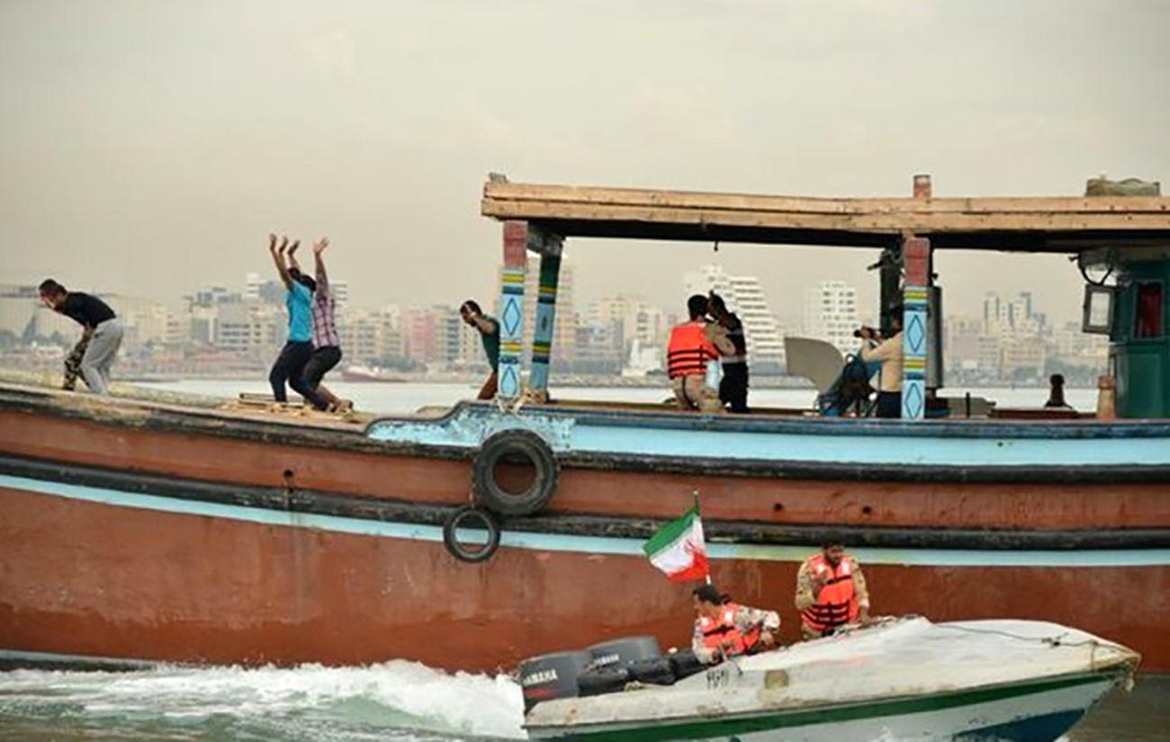 توقیف شناور حامل کالای قاچاق در بوشهر