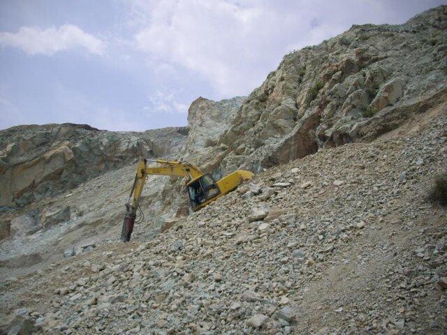 انتقاد نسبت به فعالیت معدن «سنگ سبز» در حریم شهری تهران/سیلبند رودخانه نزدیک معدن مسدود شد