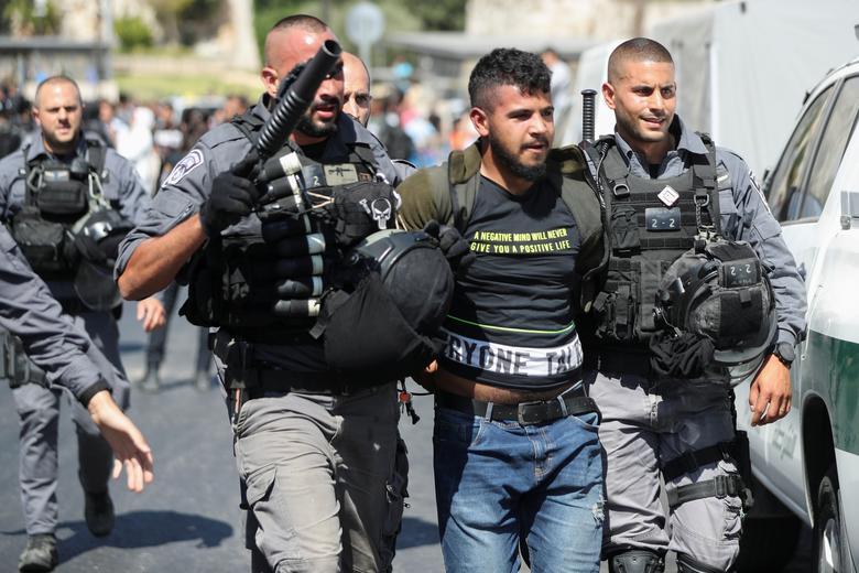 بازداشت مرد فلسطینی در راهپیمایی پرچم