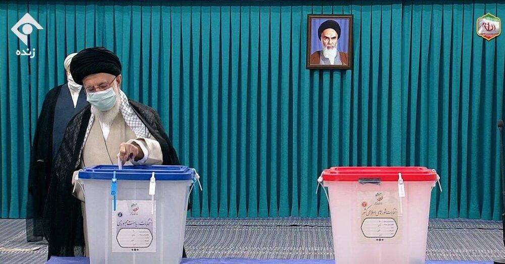 مقام معظم رهبری: هیچکس نگوید با یک رأی من اتفاقی نمیافتد / میدان دار و صحنهگردان اصلی مردم هستند