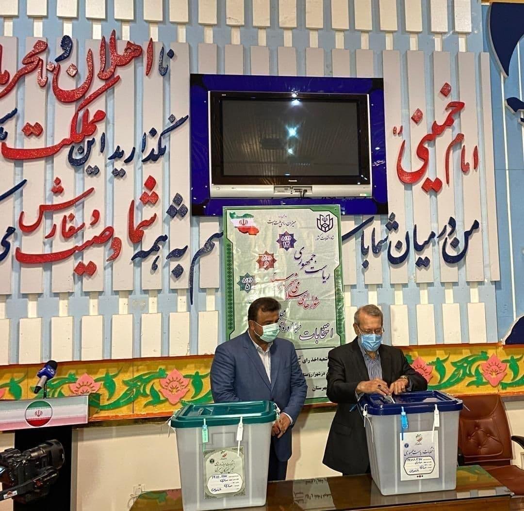 علی لاریجانی در ساری رای داد