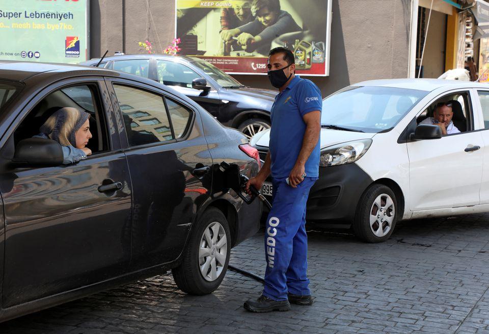 کار و زندگی مردم لبنان در صفوف بنزین/ سوخت بحران جدید لبنان