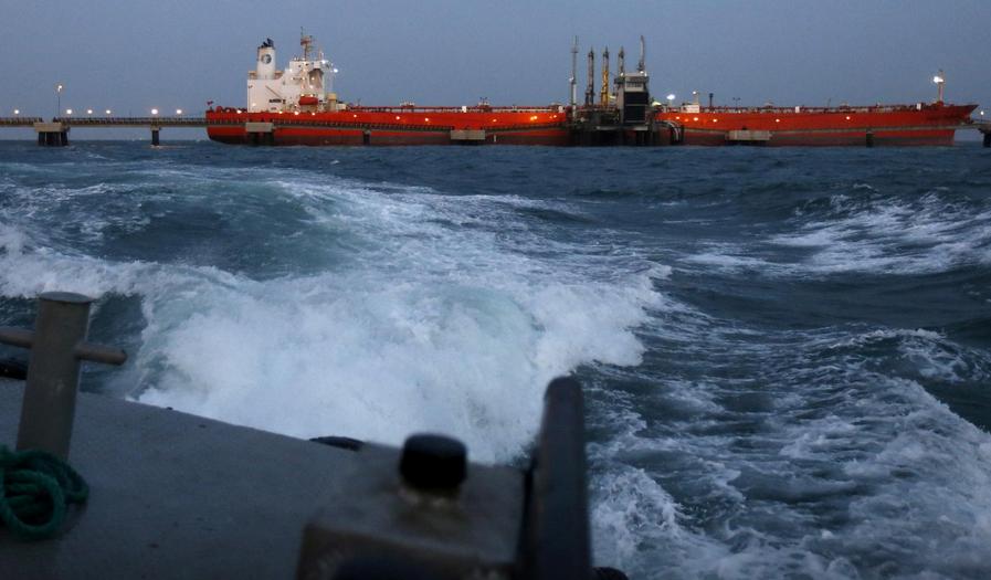 15 میلیارد دلار نفت آماده فروش ایران در زمین و دریا