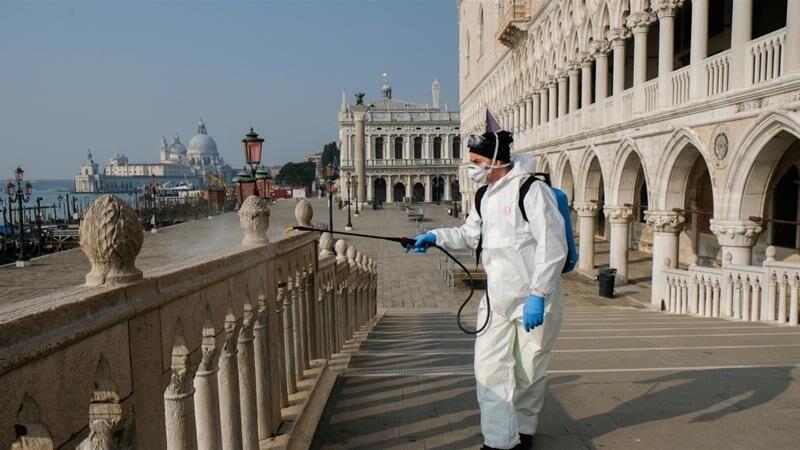 ایتالیایی ها ماسک ها را برمیدارند
