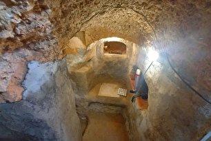 پسر نوجوانی که در خانه، غار زیرزمینی ساخت (+عکس)