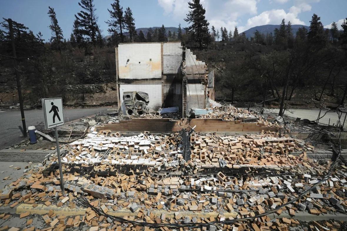 گرما؛ بقایای شهر سوخته در کانادا (+عکس)