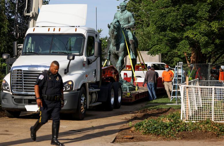 حذف مجسمه دوران برده داری آمریکا (عکس)