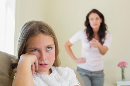 با یک مادر شکاک چگونه باید برخورد کرد؟