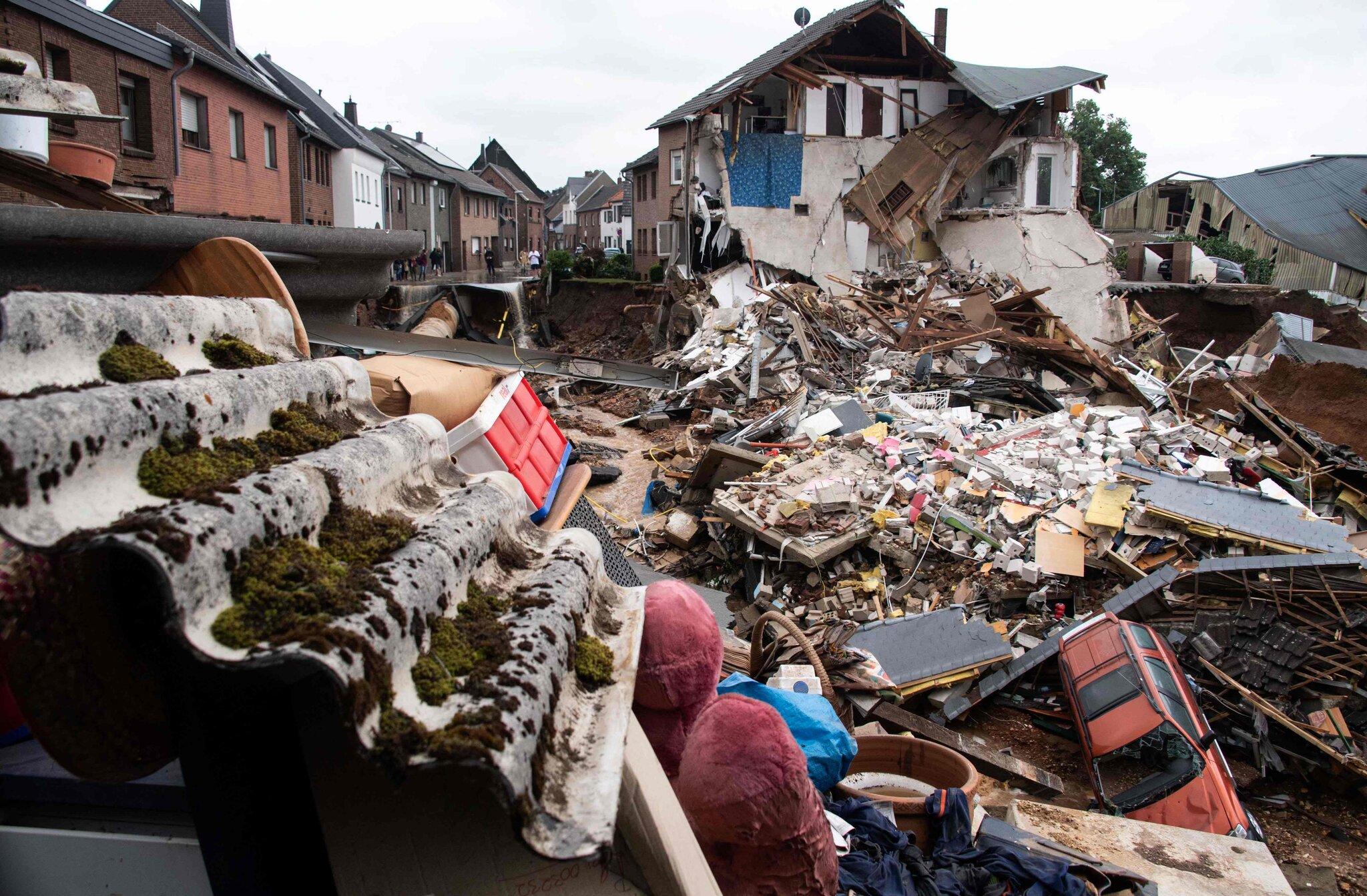 سیل اروپا؛ 120 کشته و هزاران بی خانمان(عکس)/ تلاش برای امداد و نجات ادامه دارد