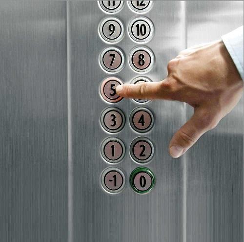 سوار شدن به آسانسور
