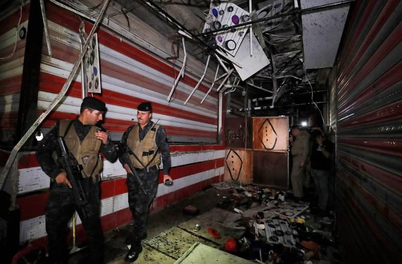 نیرروهای امنیتی در بازار منفجر شده عراق