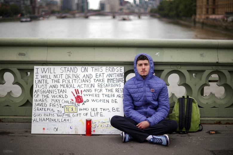 معترض به عملکرد سیاستمداران در بریتانیا