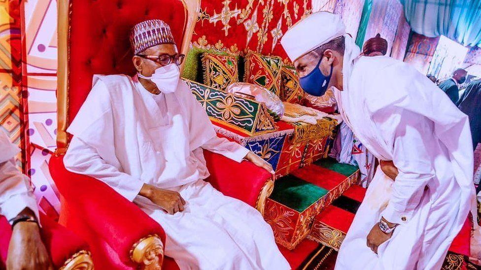 احترام پسر رئیس جمهور نیجریه به پدر در مراسم عروسی