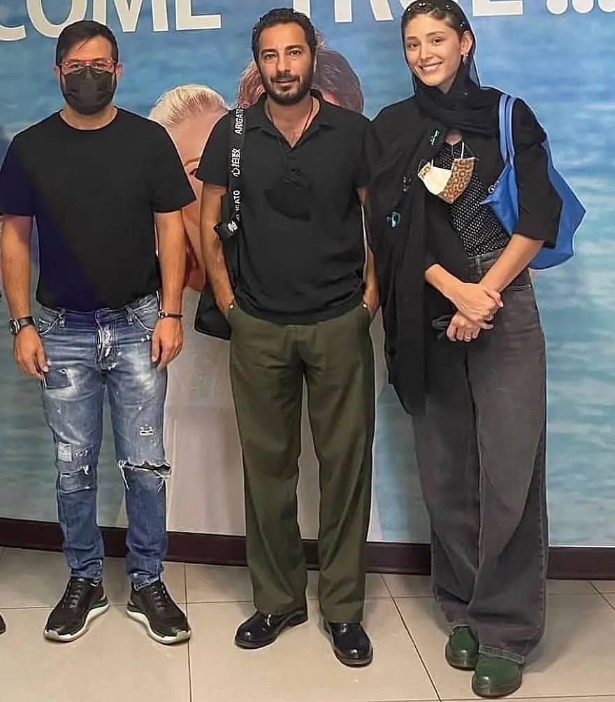 هومن سیدی در کنار نوید محمدزاده و همسرش (عکس)