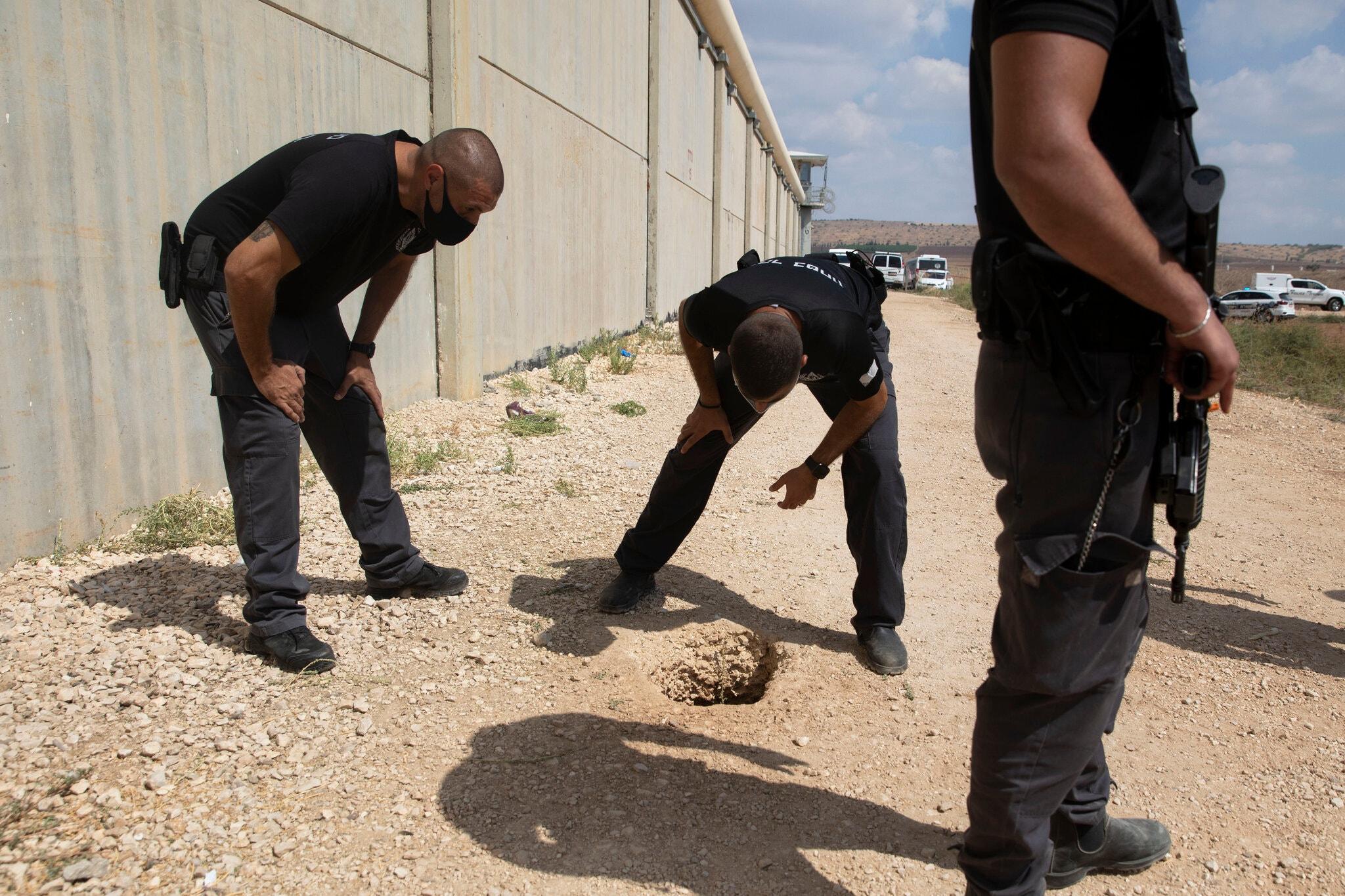 بررسی حفره زندان جلبوع