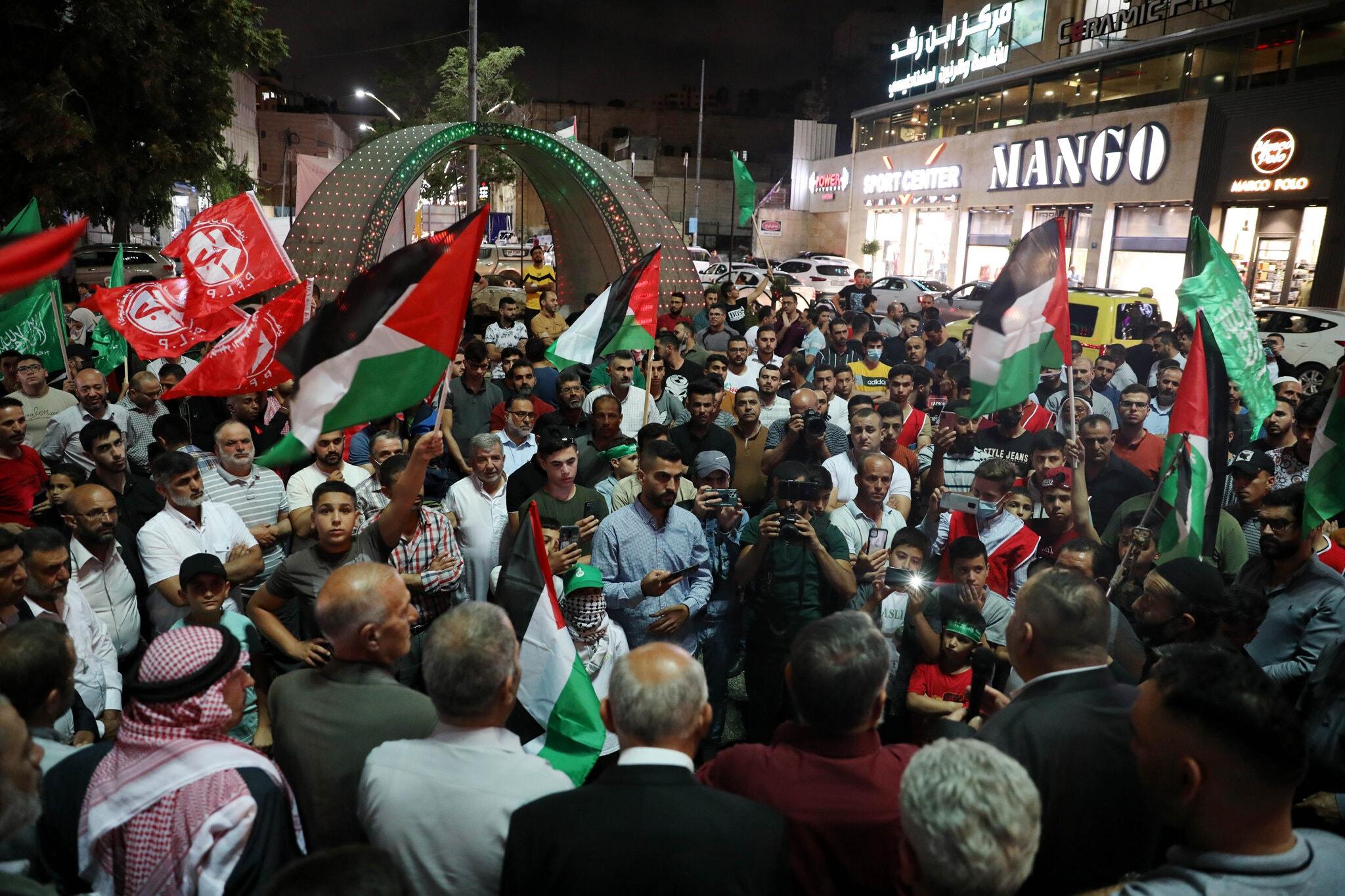 جشن فلسطینیان پس از فرار 6 زندانی از زندان اسرائیل