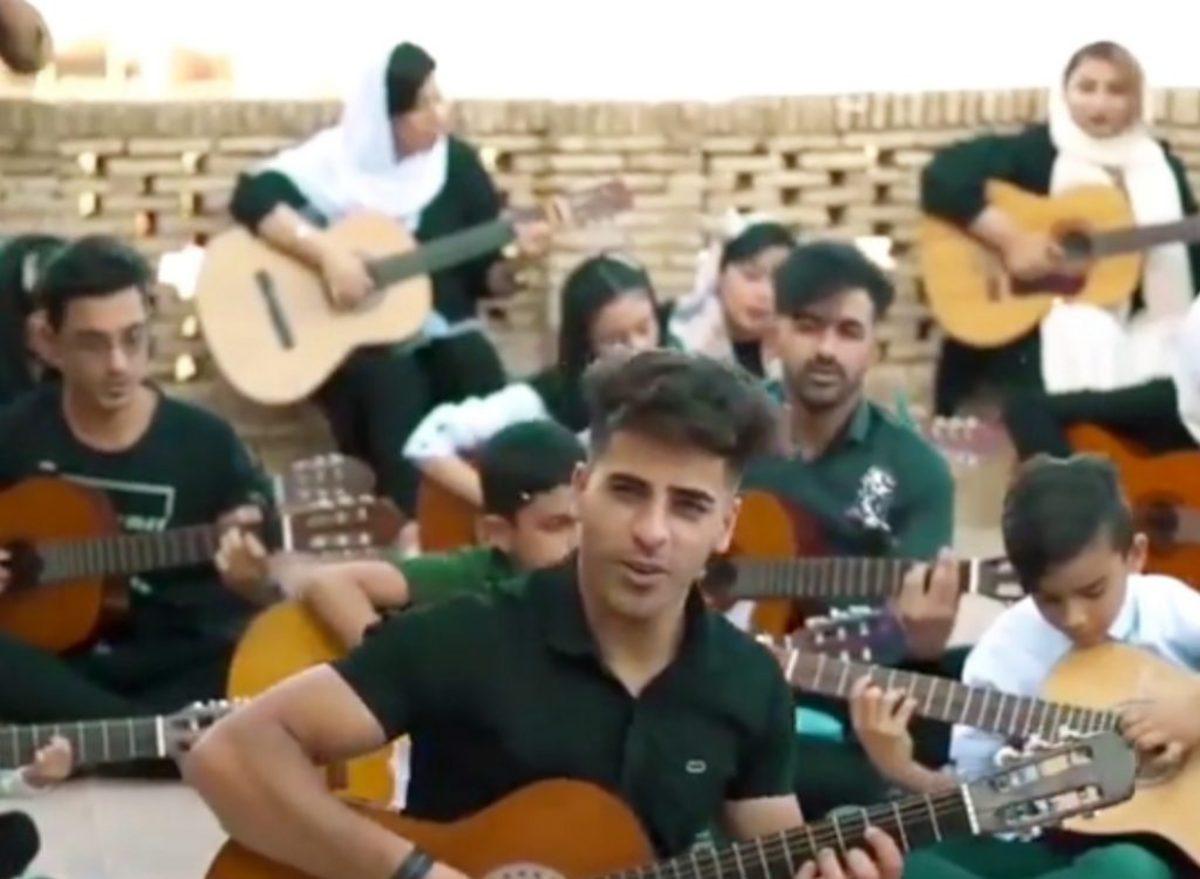 نامه سردبیر عصرایران به فرمانده کل نیروی انتظامی: جوانان هنرمند دزفولی نه تنها مجرم نیستند که شایسته تحسین اند/نگذارید چهره ای طالبانی از پلیس به نمایش گذاشته شود