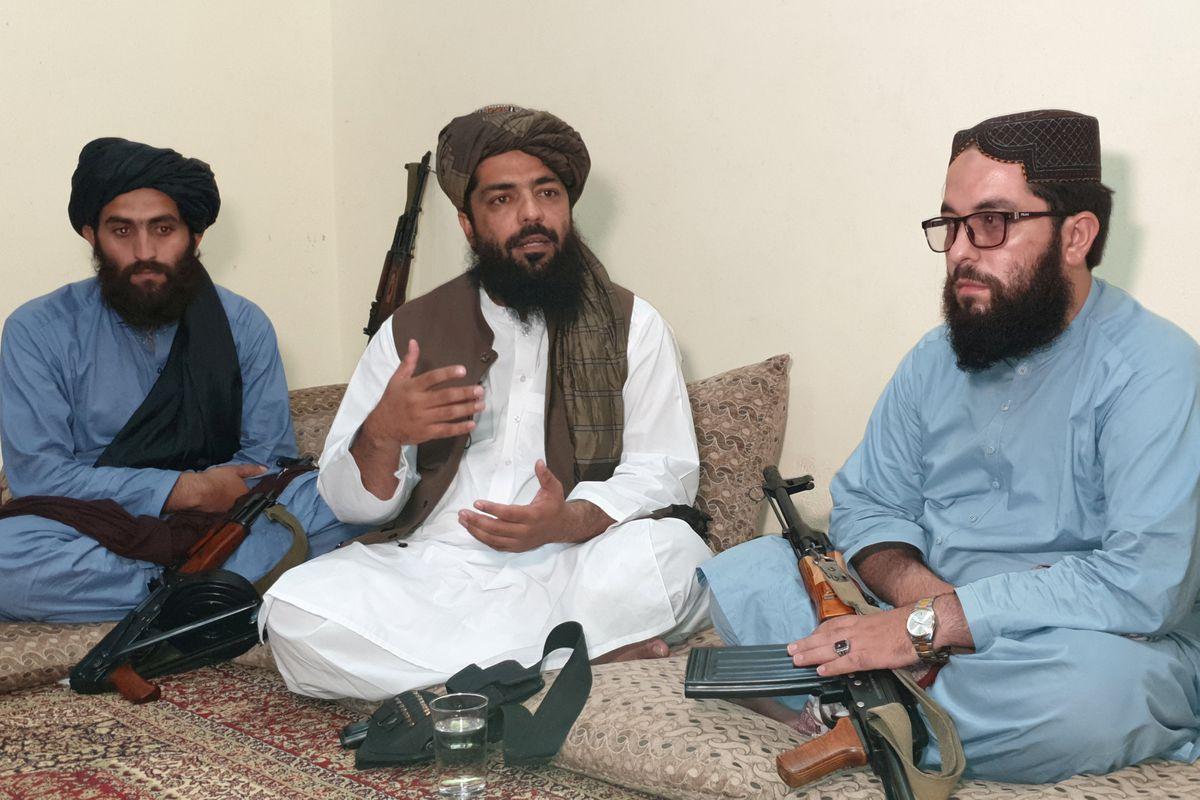 مقام ارشد طالبان: زنان نباید به ادارات ما بیایند و در ورازتخانه کار کنند