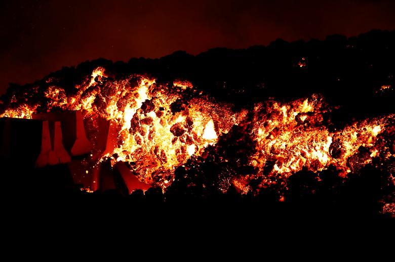 فوران آتش فشان جزایر قناری (عکس)/ تخلیه 5 هزار نفر از منطقه