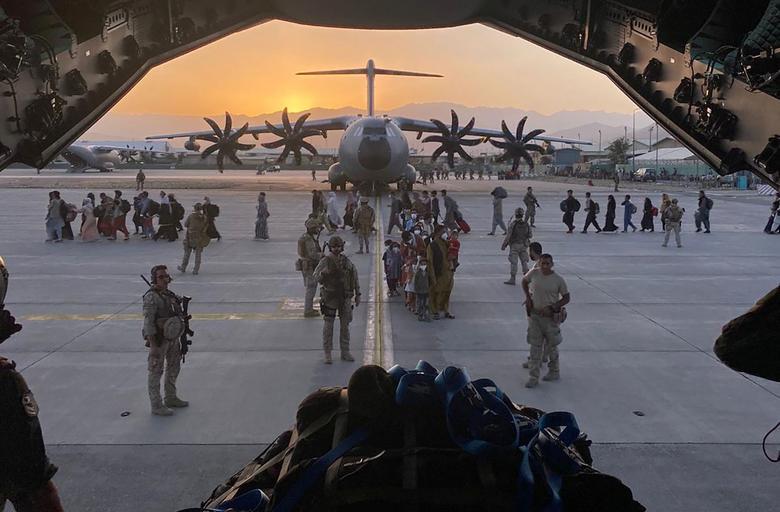 آخرین پروازها از کابل (عکس)