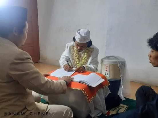 مرد اندونزیایی با پلوپز ازدواج کرد! (+عکس)