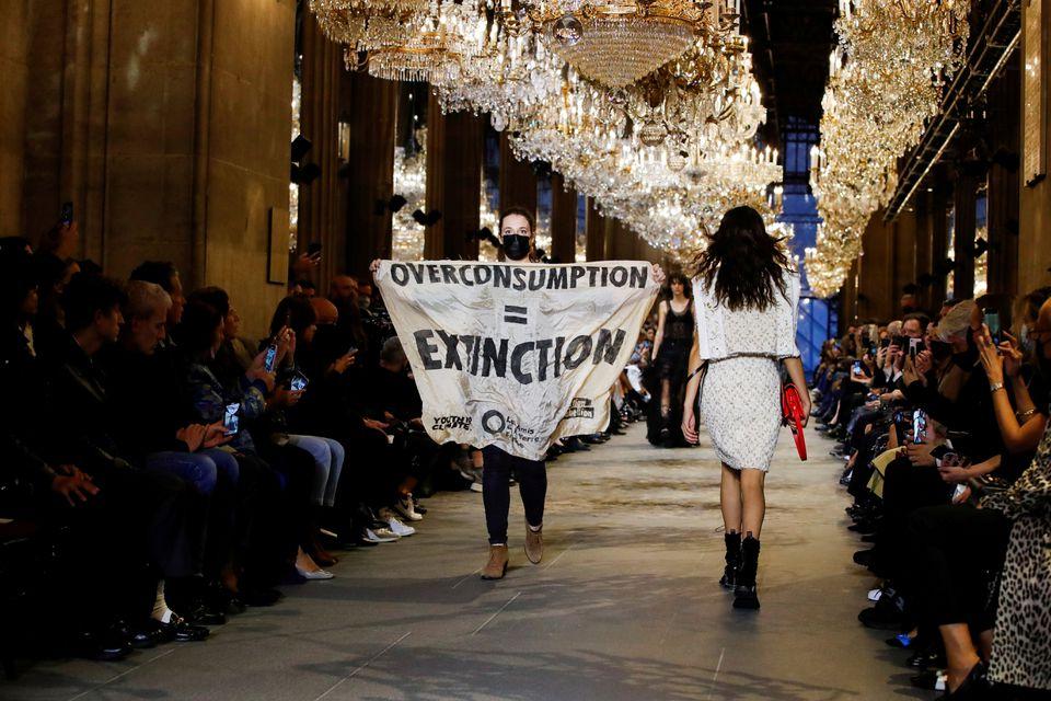 ابربرند مد و لباس جهان، خدف اعتراض حامیان محیط زیست