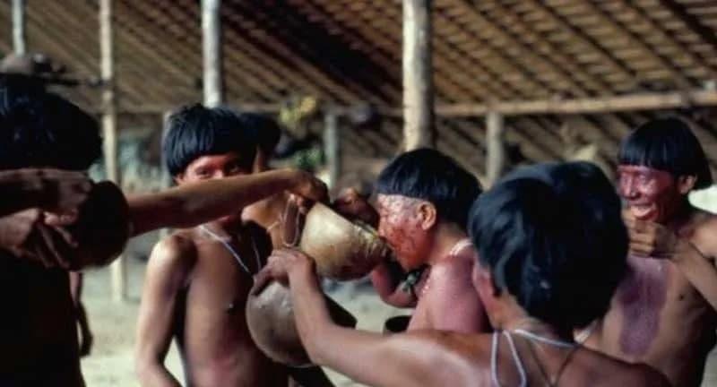 از مراسم عجیب قبایل آمازون؛ تهیه سوپ با خاکستر استخوان انسان مرده