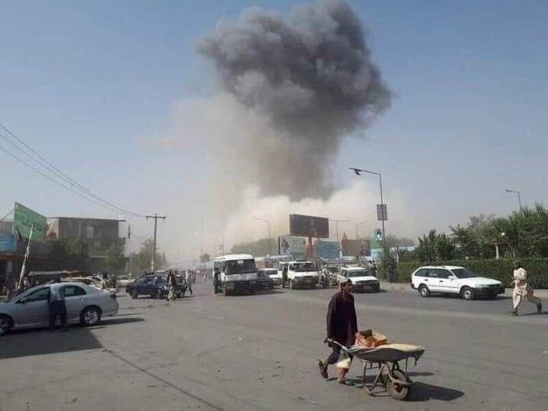 حمله انتحاری به مسجدی در قندوز افغانستان: ۵۰ نفر کشته و ۱۰۰ تن زخمی/طالبان: واحدی ویژه مشغول بررسی است