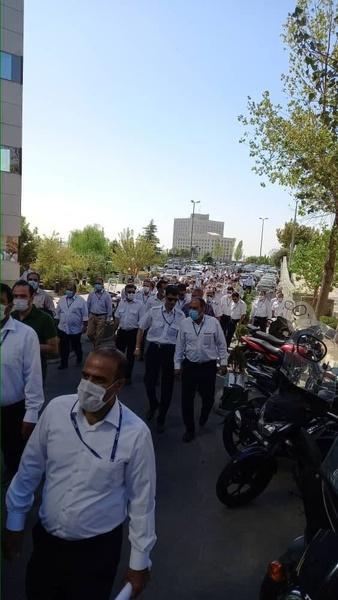 تجمع کارکنان و بازنشستگان «هما» مقابل وزارت راه