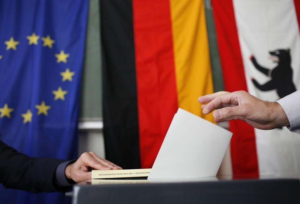 آلمان؛ بنز، رومنیگه و دموکراسی حزبی