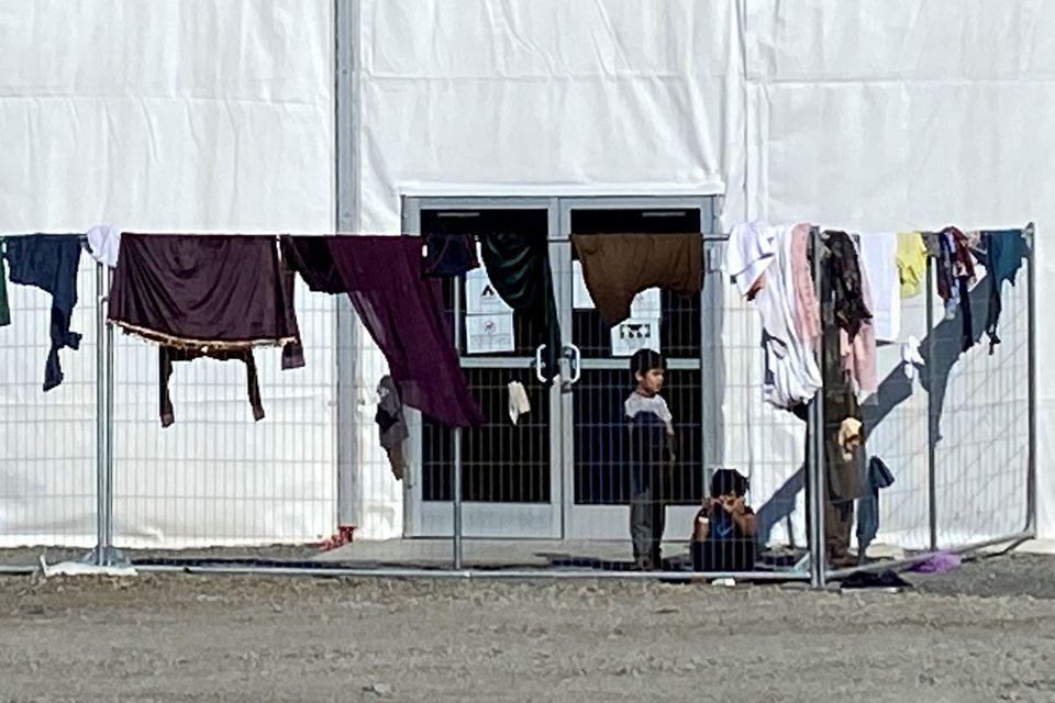 زندگی مهاجران افغان در یک پایگاه نظامی آمریکا؛ تولد 24 نوزاد، احداث سالن زیبایی و عروسی