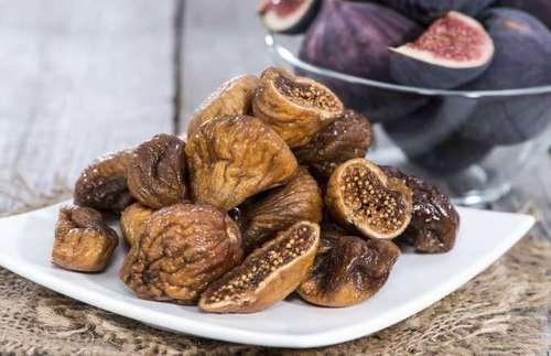انجیر: انجیر خشک می تواند یک میان وعده کاملا سالم و شگفت انگیزی باشد اما توجه داشته باشید که میوه های خشک شده به نسبت تازه آنها، کالری بسیار بالاتری دارند که باید در مصرف آنها بیشتر دقت کنید.