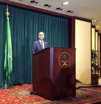 عادل الجبیر سفیر عربستان سعودی در واشنگتن در کنفرانس مطبوعاتی در محل سفارتخانه
