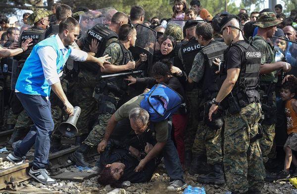 درگیری گارد مرزی مقدونیه با مهاجران سوری در مرز مقدونیه و یونان
