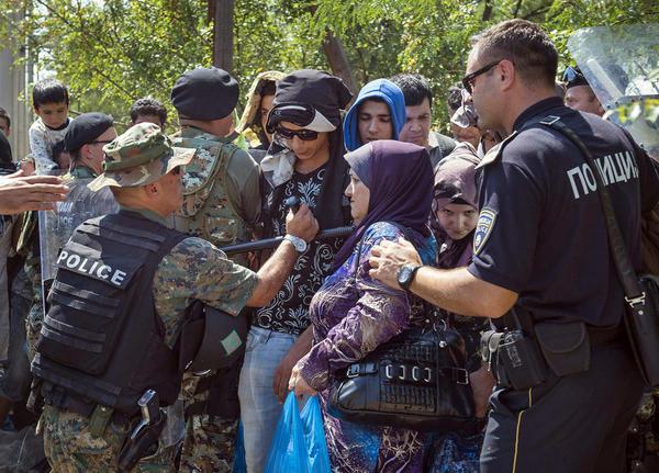تجمع صدها مهاجر سوری تبار در مرز یونان و مقدونیه