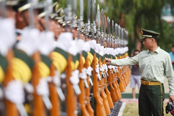 تمرین نیروهای نظامی چین برای رژه در هفتادمین سالگرد پایان جنگ دوم جهانی
